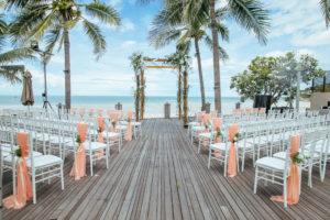 Hochzeit Page_จัดซุ้มดอกไม้ และเก้าอี้ในพีธีแต่งงาน